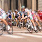 Špičkové materiály v cyklistice: Najdeme je i v profesionálních jízdních kolech, přilbách a sedlech