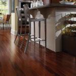Vybíráme podlahu do kuchyně. Je lepší vinyl, marmoleum, nebo vrstvené dřevěné podlahy?