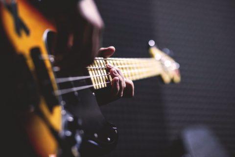 Netypické hand made hudobné strunové nástroje od slovenského výrobcu gitár