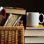 Co zpříjemní nudné chladné večery? Třeba čaj a dobrá knížka!