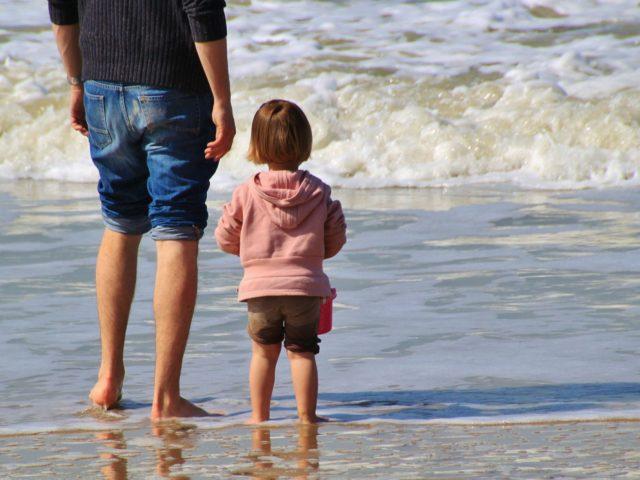Otcovská dovolená schválena! Kdo na ni má nárok?