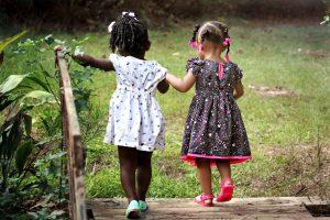 dětská přátelství - jdou za ruce