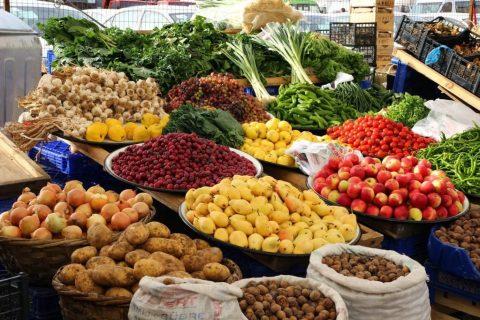 Farmářské trhy se těší stálé oblibě, i tady je ale dobré ověřit původ produktů.