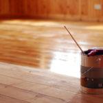 Jaký je rozdíl mezi olejem na dřevo a voskem?