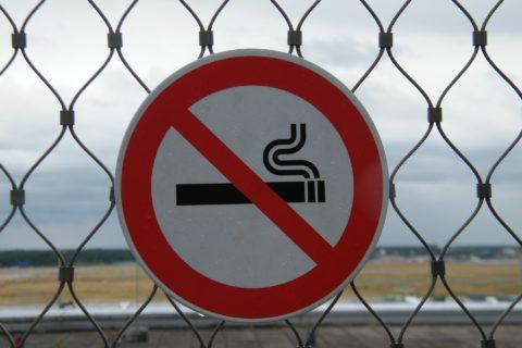 Dopady protikuřáckého zákona: pokles tržeb o třetinu a útěků z hospod dvojnásobek