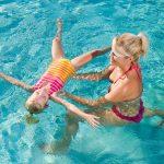 Naučte své děti plavat co nejdříve, zvládnout to můžete i sami