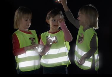 Reflexní vesta může zachránit život vám i vašim dětem