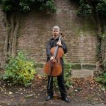 Rockový violoncellista Jan Sklenička hudbou žije