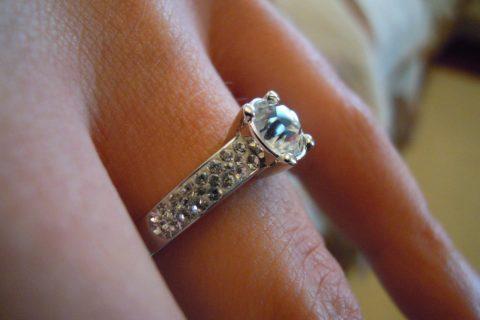 Ideální dárek pro ženu tvoří šperky. Jaké pořídit?