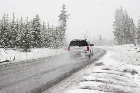 Připravit auto na zimu, to nejsou jen zimní gumy. Co vám může v mrazivých dnech pomoci?